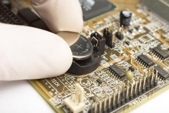 putting-cmos-battery-in-motherboard.jpg